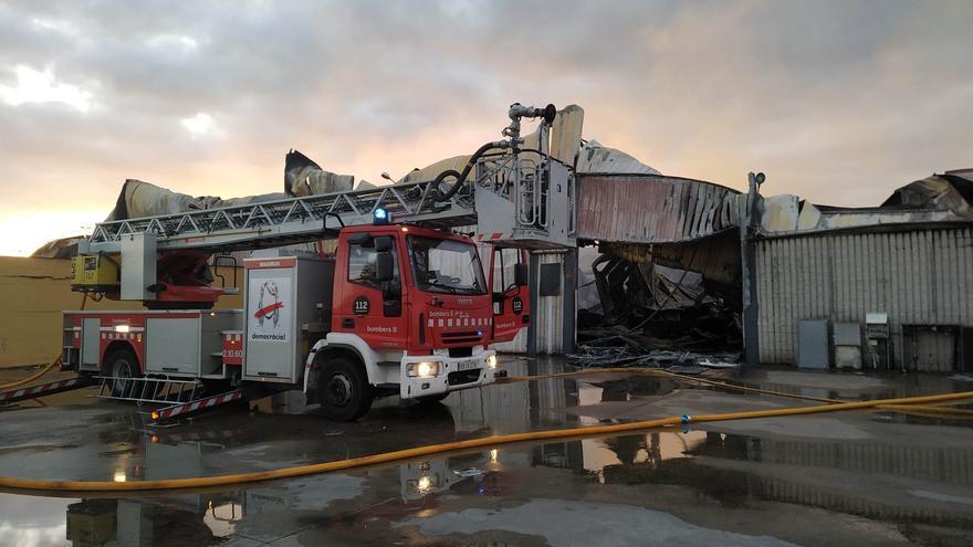 L'incendi de Vilamalla afecta set naus, tres de les quals de la marca de motos Rieju