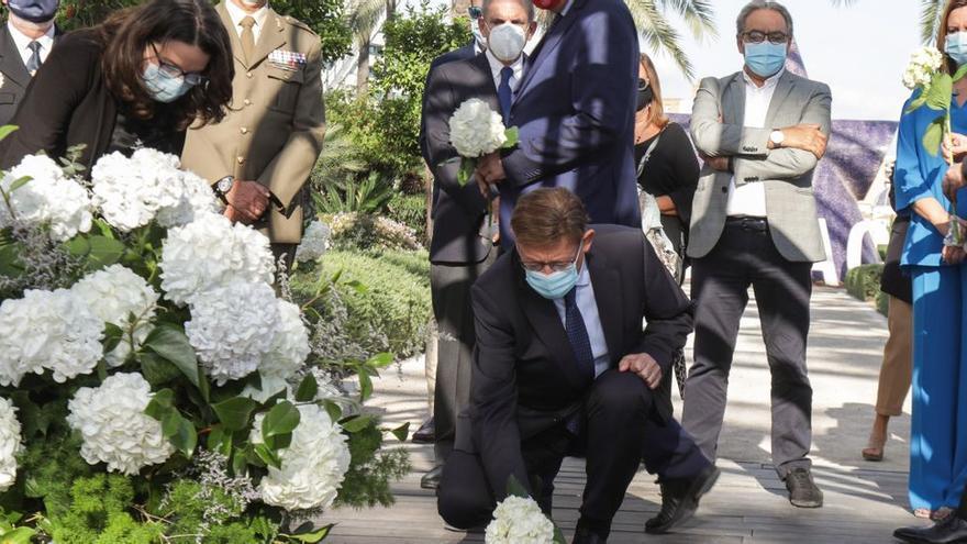 Homenaje floral a las víctimas de la covid-19