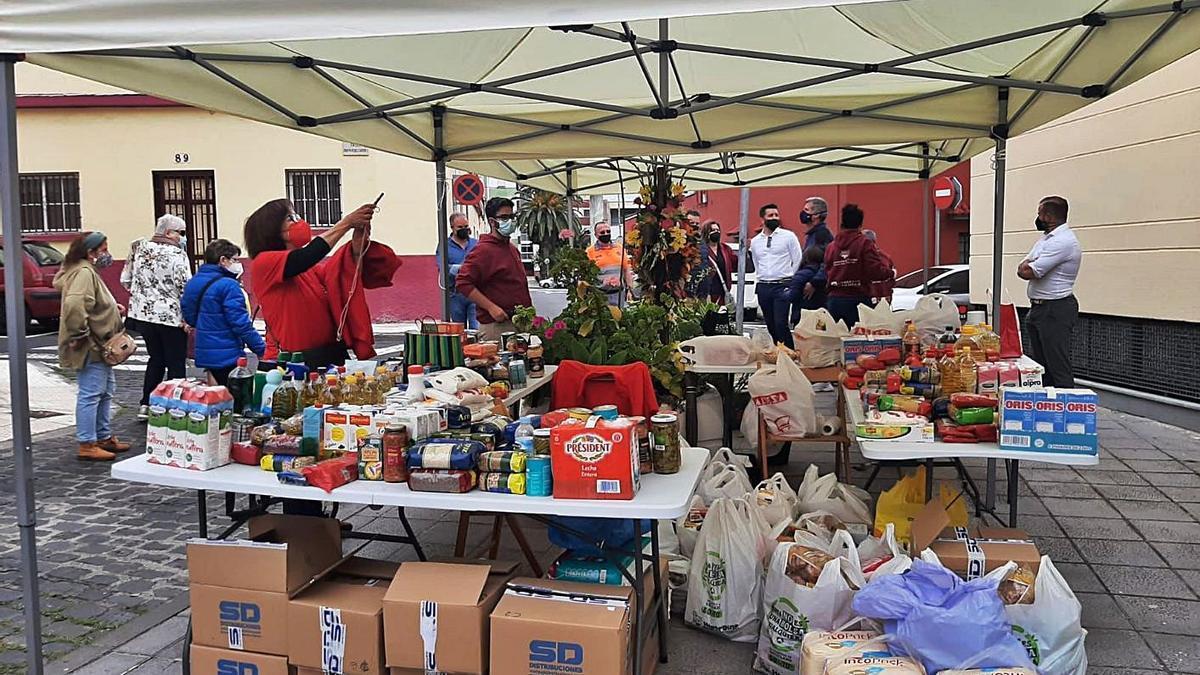 Alimentos recogidos por la Asociación de Vecinos Barrio Nuevo Viña Nava. | | E.D.