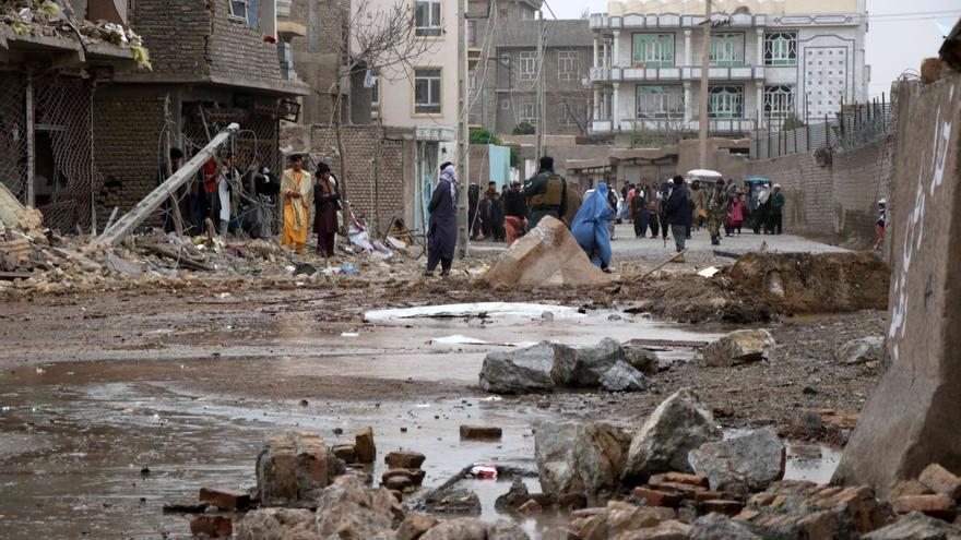Fallecen dos agentes de seguridad y 25 quedan heridos en una explosión en Afganistán