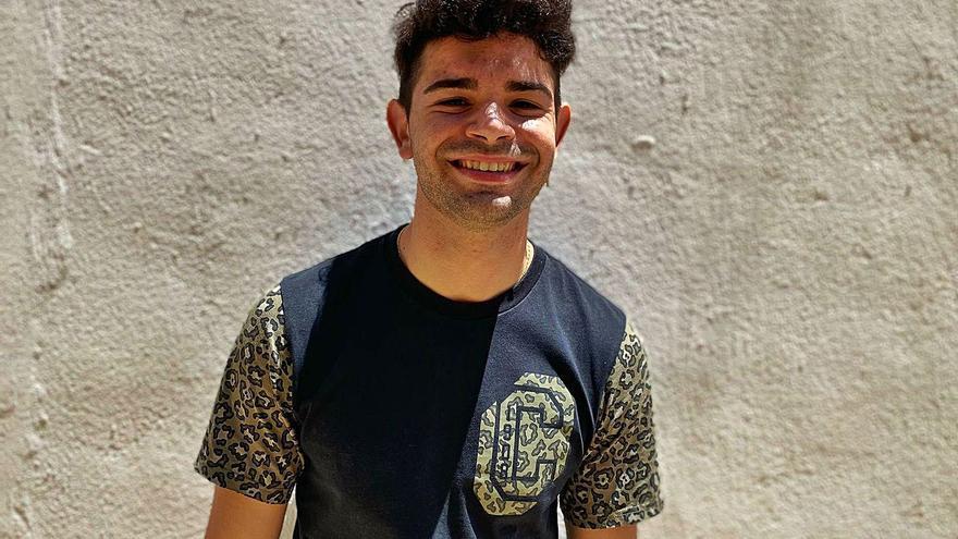 Juan José Tur, Juanjele: «De pequeño cantaba en los bares a los que iba con mis padres»