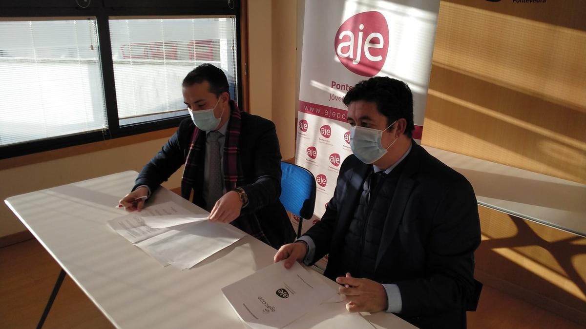 Firma del convenio ayer en Pontevedra.