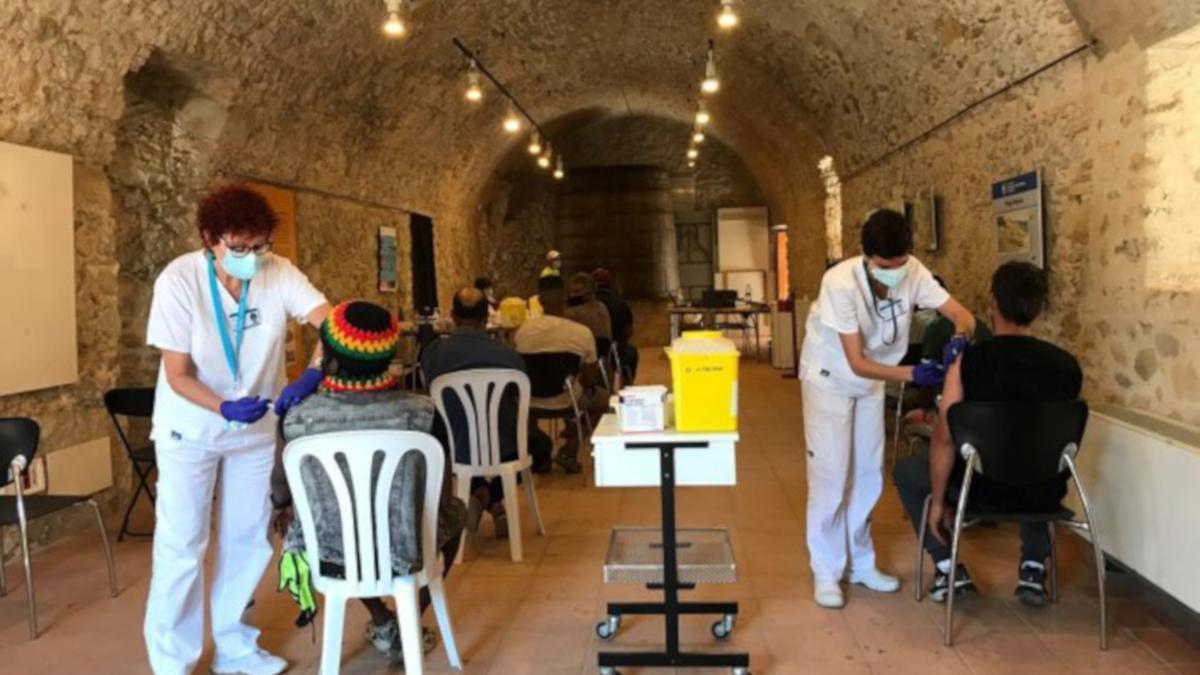 Alguns temporers a qui estan vacunant a Torroella de Montgrí.
