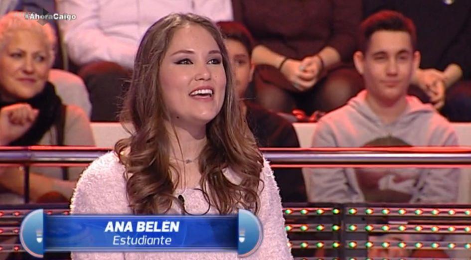 """Ana Belén Castelló, Bellea del Foc 2016, participó en el programa de Antena 3 """"Ahora caigo"""", donde llegó a cantar """"La Manta al Coll""""."""