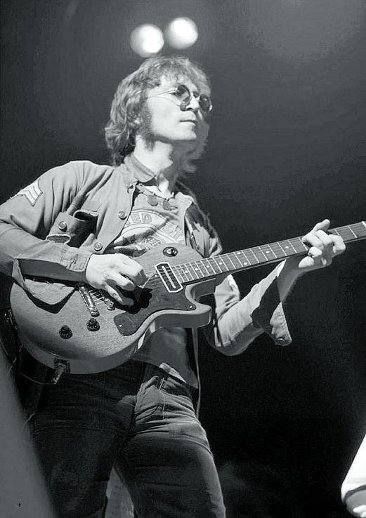 1972. Solo John y su guitarra, en el Madison Square Garden. 'Acoustic' reúne el resultado.
