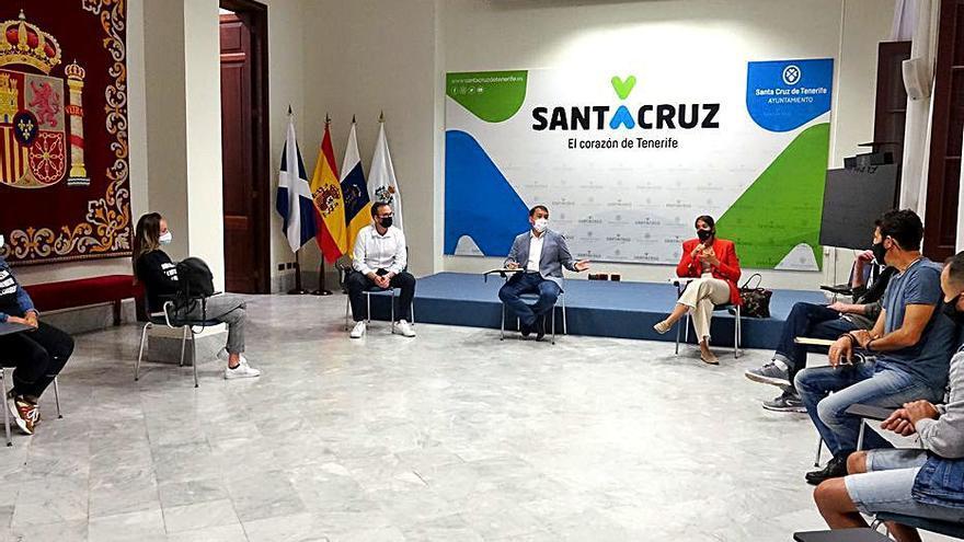 La capital pide al Gobierno canario frenar los desahucios de familias de El Tablero