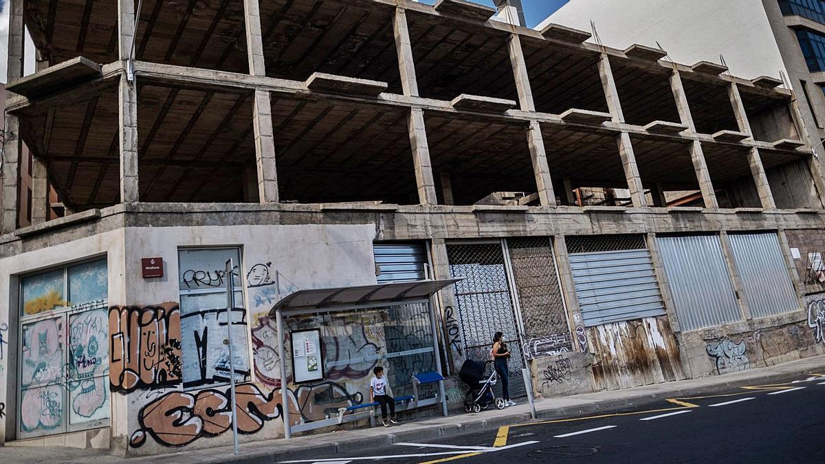 Construcción abandonada en la calle Miraflores, en Santa Cruz de Tenerife.