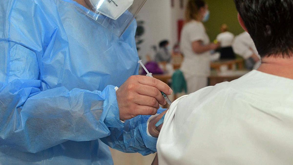 Vacunación en la residencia Divina Pastora de Vilagarcía