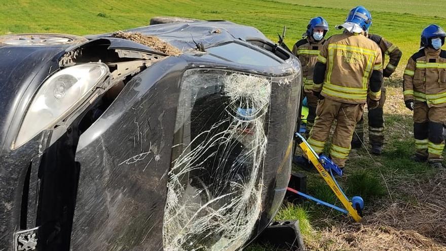 Un varón, herido en un accidente en la carretera de Vezdemarbán