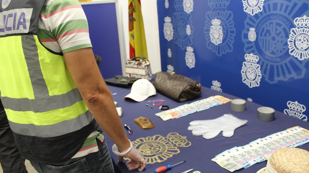 Objetos intervenidos a las detenidas.