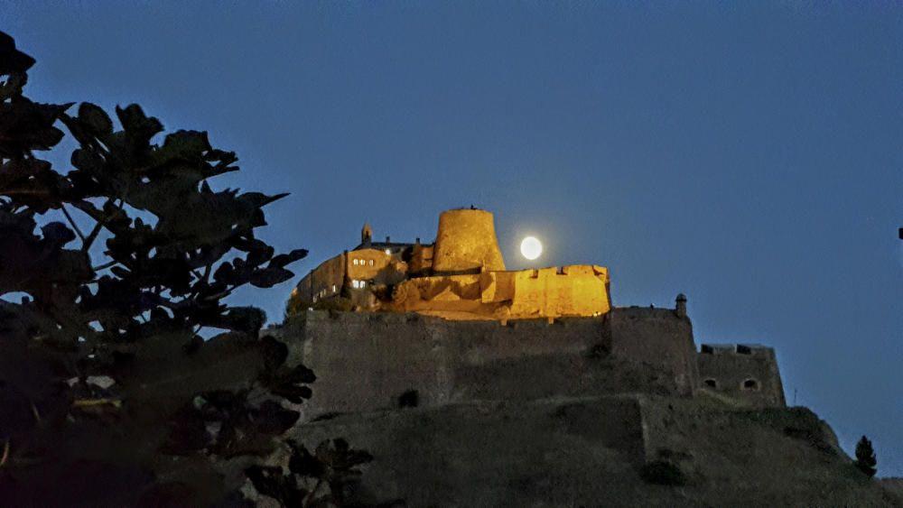 Castell de Cardona al capvespre.