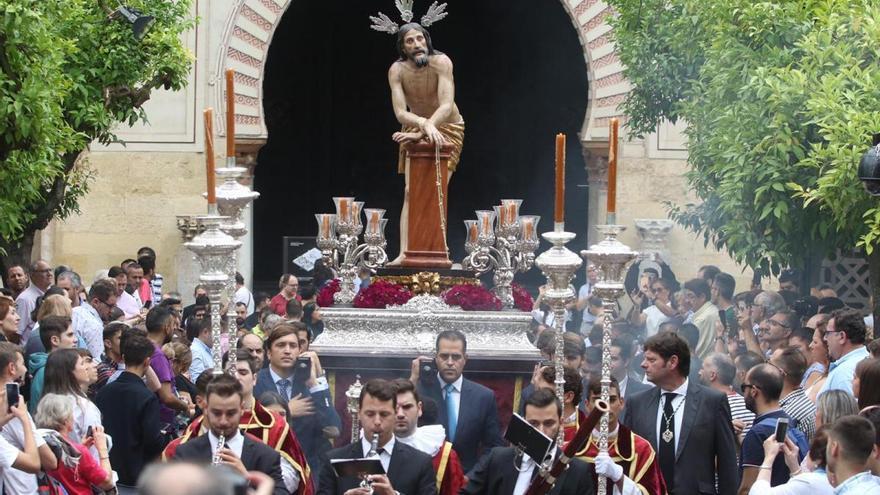 La Magna se clausura con otra tarde de esplendor nazareno en las calles de Córdoba