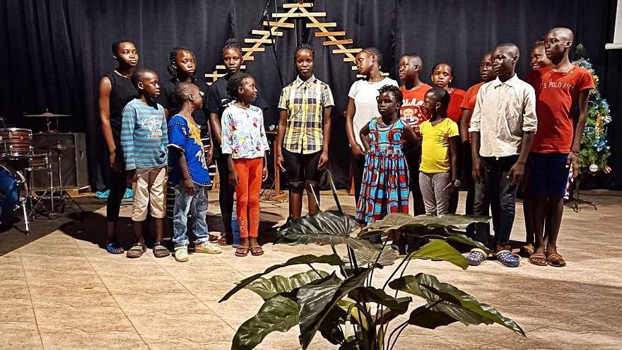 Una associació de Pont de Molins premia un cor africà en un concurs de Nadal