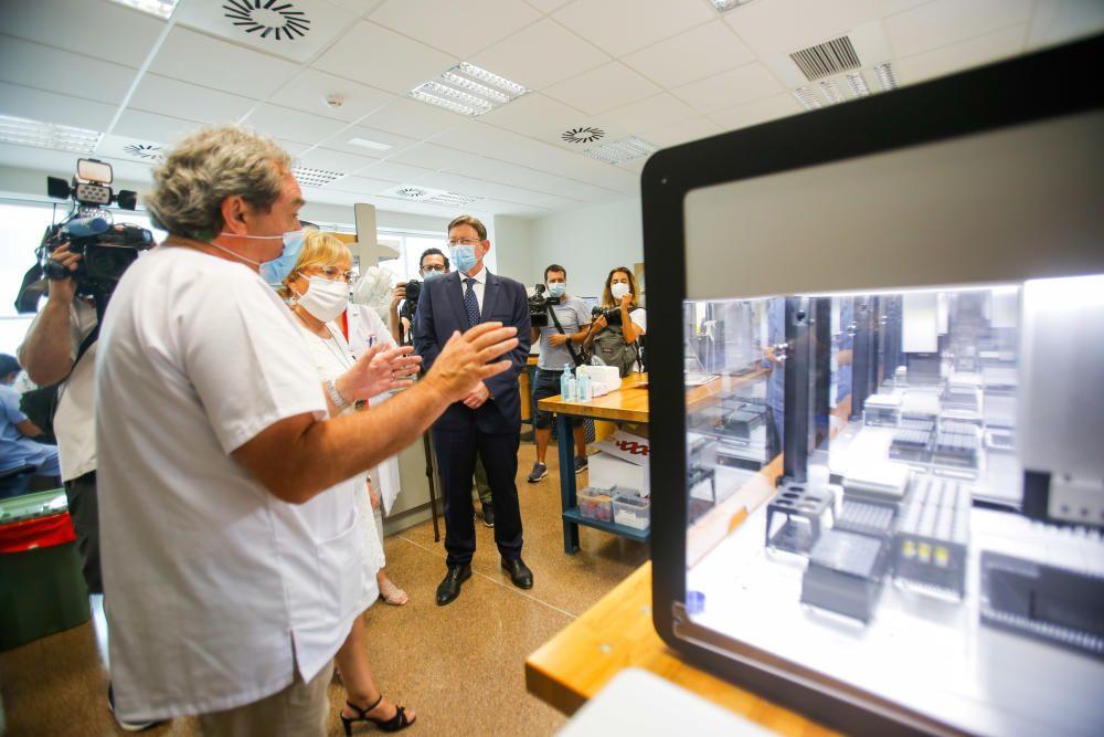 Ximo Puig y Ana Barceló visitan el COVID-ROBOT en el hospital La Fe