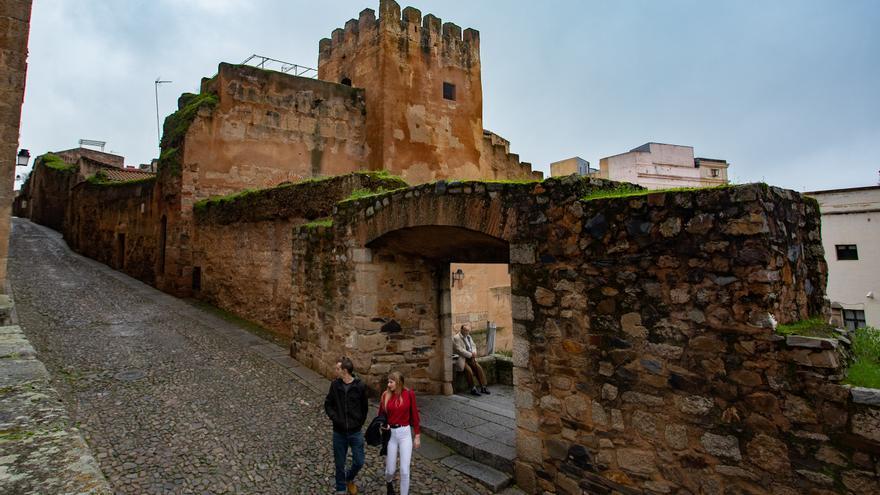 El Ayuntamiento de Cáceres obtiene el informe favorable para restaurar las torres almohades del adarve