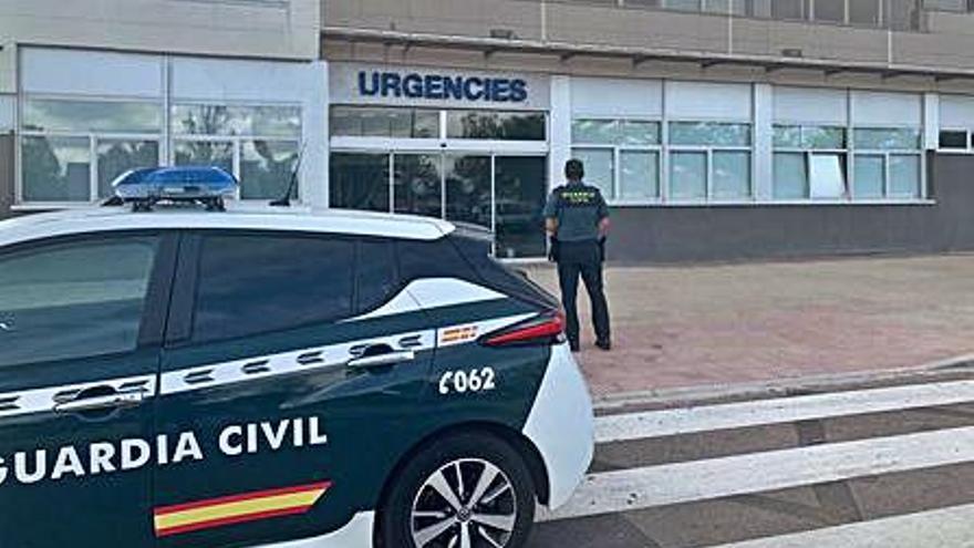 Una mujer da a luz en un coche de la Guardia Civil