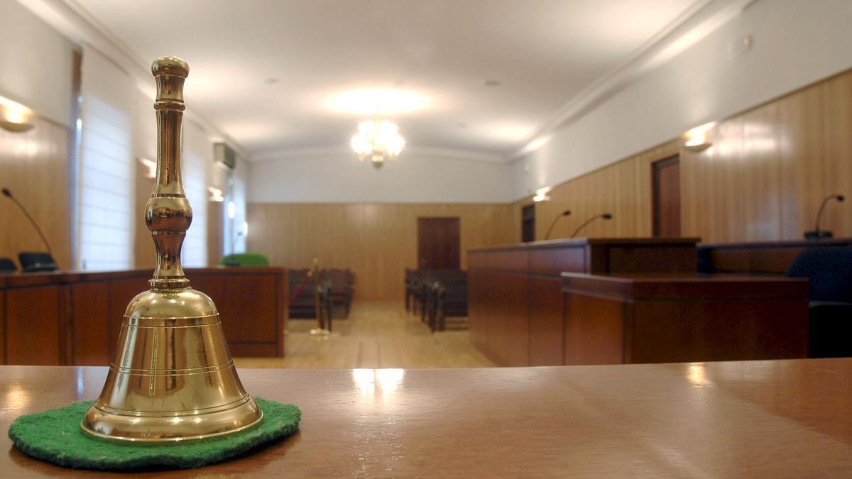 Una sala de juicios.