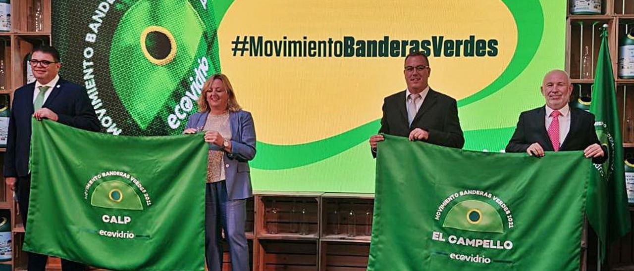 Representantes de Calp y El Campello con las «Banderas Verdes». |