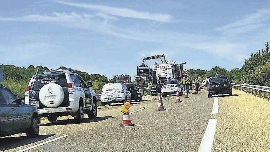 Dos fallecidos y cuatro heridos en un doble accidente mortal cerca de Benavente