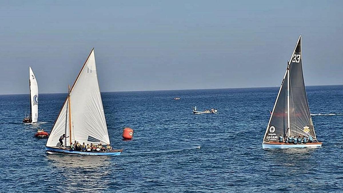 Barquillos y botes de vela latina, compitiendo en una prueba en la capital grancanaria en 2017. | | LP/DLP