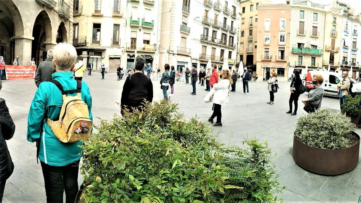 Concentració convocada per la Plataforma en defensa de les Pensions Públiques i els Drets de la Gent Gran a la Plaça Major de Manreas