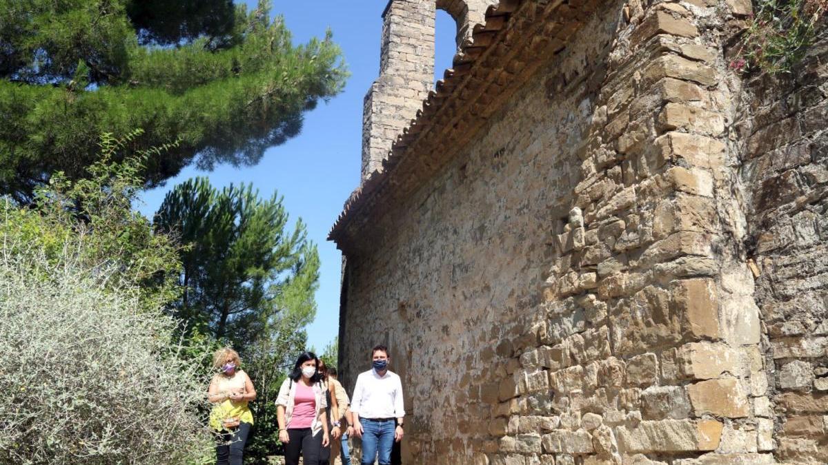 Ermita de Sant Pere de Vallhonesta amb el vicepresident Pere Aragonès i l'alcaldessa de Sant Vicenç de Castellet, Adriana Delgado.