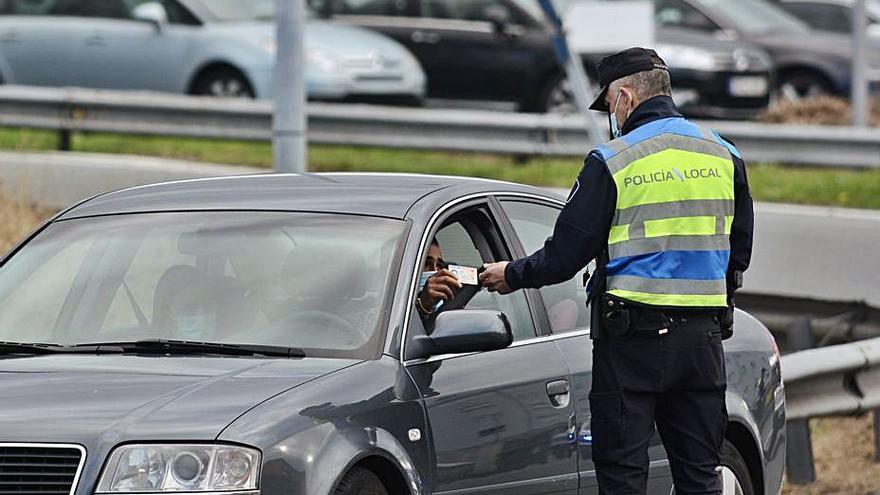 Casi 50 infracciones en un control en el límite perimetral entre Pontevedra y Poio