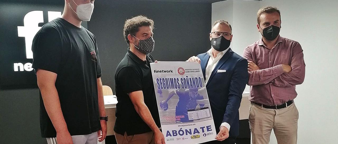 El jugador Javi Palacio, Juan de Álvaro, Jorge Morán y David Pellitero, ayer, en la presentación de la campaña de abonados. | LNE