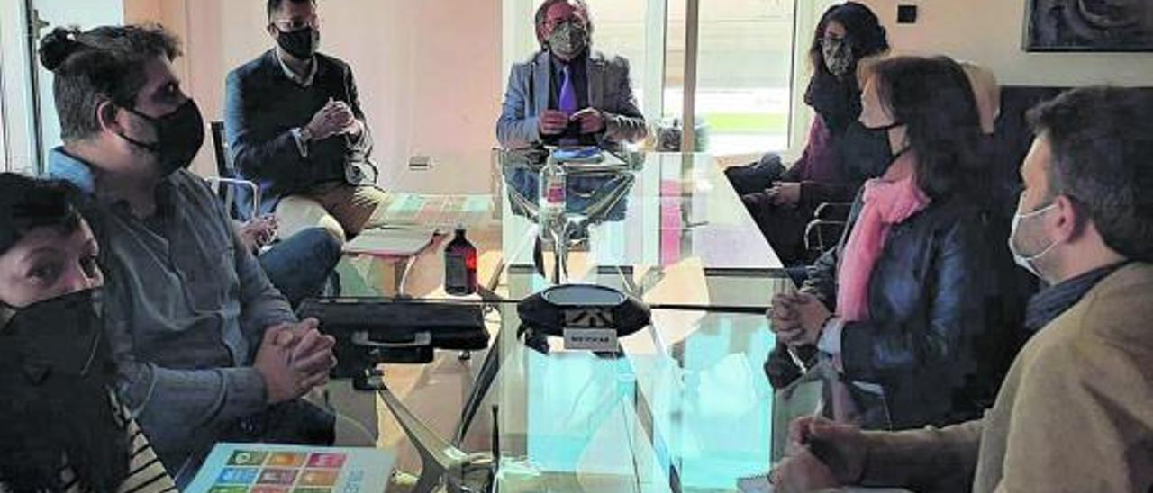 La reunión se celebró en el Ayuntamiento de Alfafar.   L-EMV