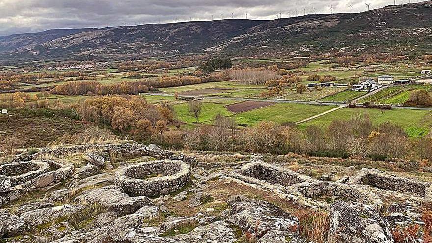 Cualedro busca un filón turístico en sus más de 40 yacimientos arqueológicos