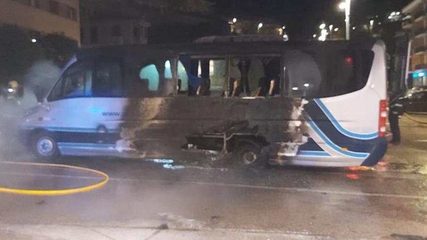 S'incendia el motor de l'autobús de la Penya Blaugrana de Berga