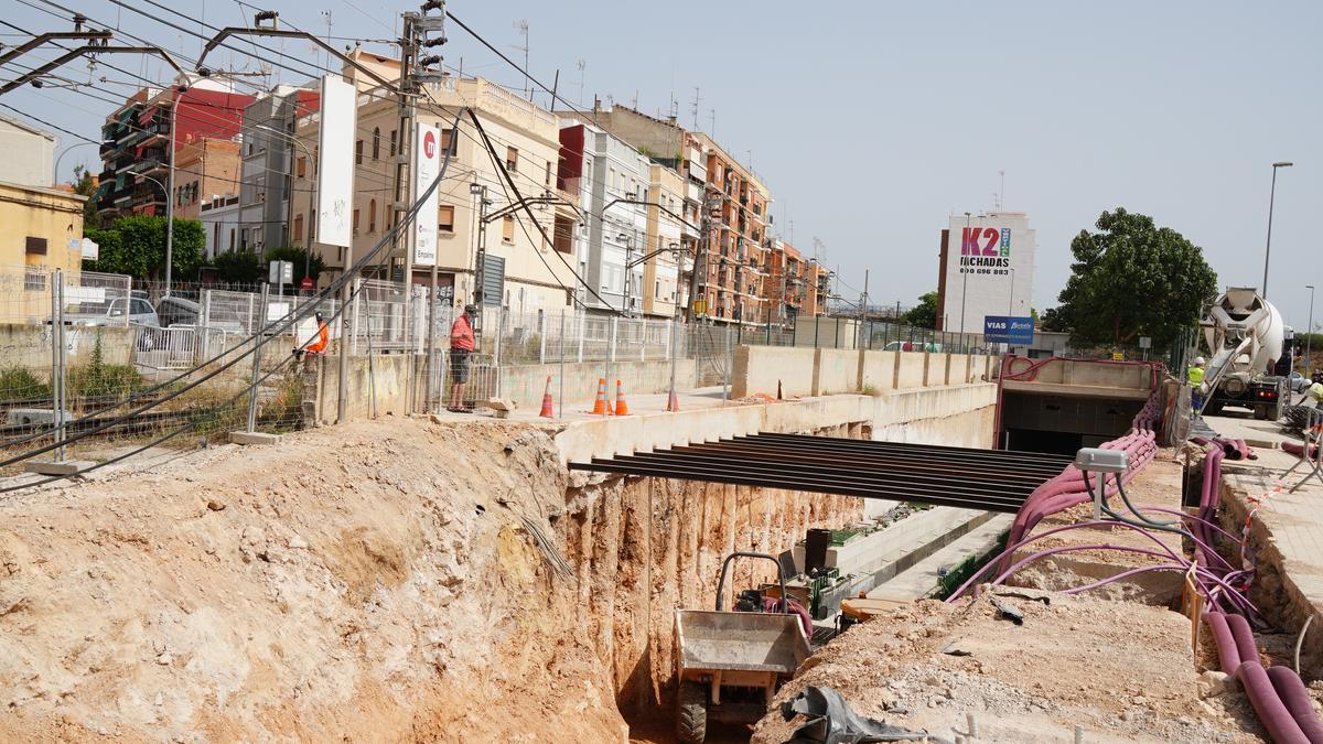Trabajos en el soterramiento del metro en Burjassot