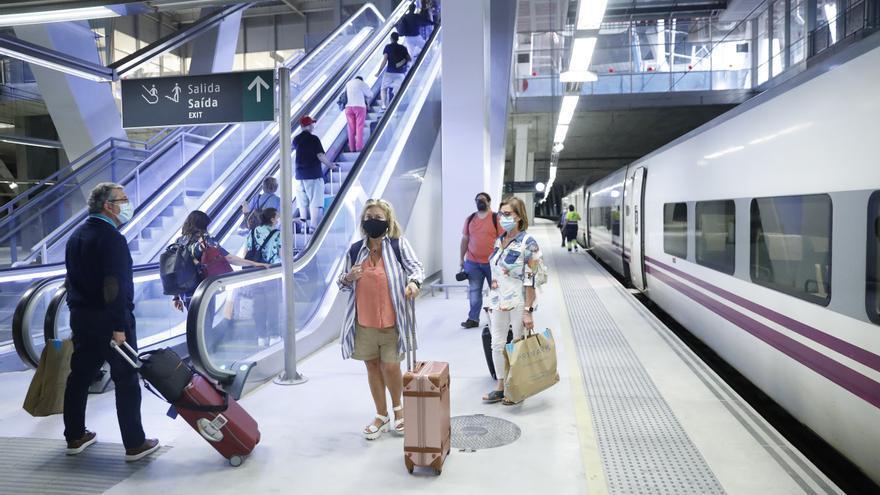 """La """"operación salida"""" recupera una estampa pre COVID: trenes sin plazas"""
