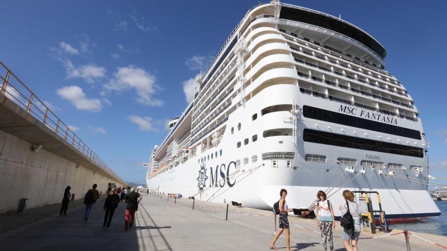 El Parlament reclama al Govern un protocolo sanitario para recibir turismo de cruceros