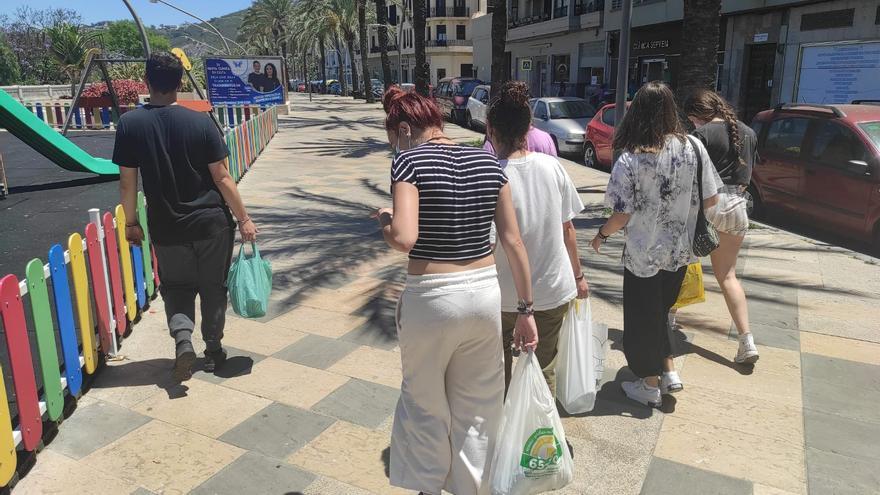 """Un universitario cordobés en Ceuta: """"Este miércoles repartimos más de 70 bocatas entre chicos y chicas"""""""