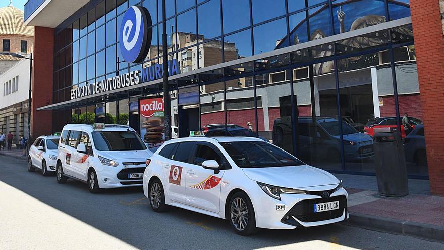 El Ayuntamiento anuncia 'mano dura' contra los taxis ilegales