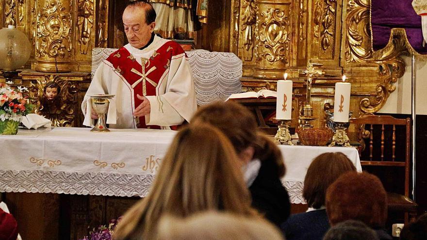 Emilio Santiago Lorenzo    se jubila de su labor como capellán del cementerio