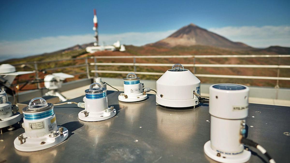 Parte de la instrumentación ubicada en la estación atmosférica de Izaña de la Agencia Estatal de Meteorología (Aemet). | | ANDRÉS GUTIÉRREZ
