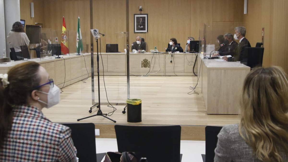 La Sección Segunda de la Audiencia de Córdoba acoge el juicio al vecino de Iznájar de 95 años que mató a su mujer enferma de alhzéimer.