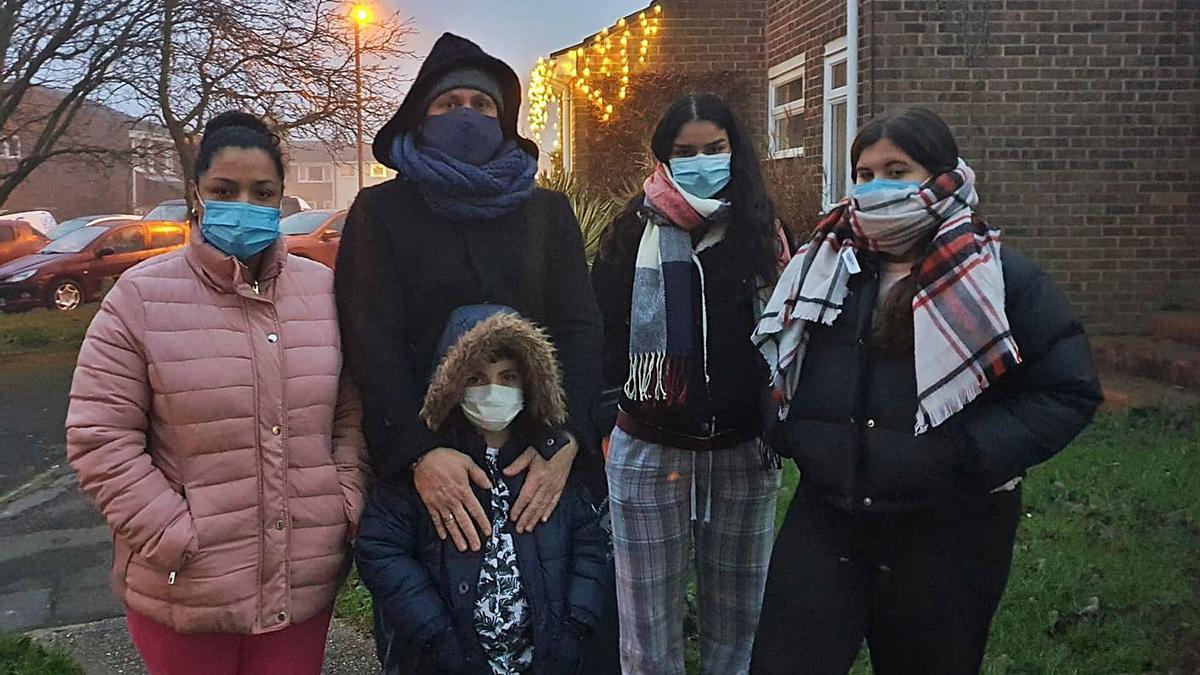 El mallorquín Xavi Ferré y su familia en la ciudad de Saffron Walden, en Inglaterra.