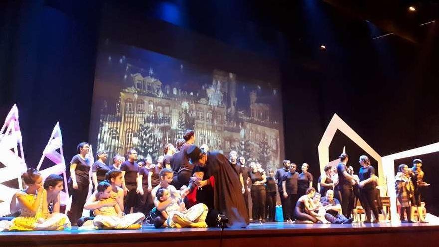 Los fantasmas de Dickens bailan en Tui