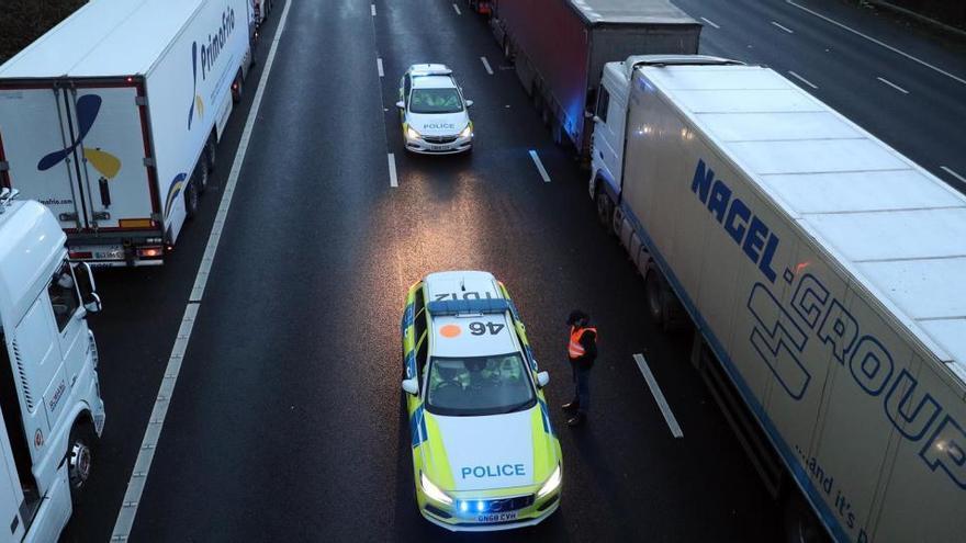 El atasco en la frontera inglesa se reduce a menos de 200 camiones