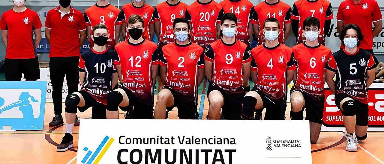 Jugadores y técnicos del equipo Juvenil masculino que quedó noveno de España.   CLUB VOLEIBOL XÀTIVA