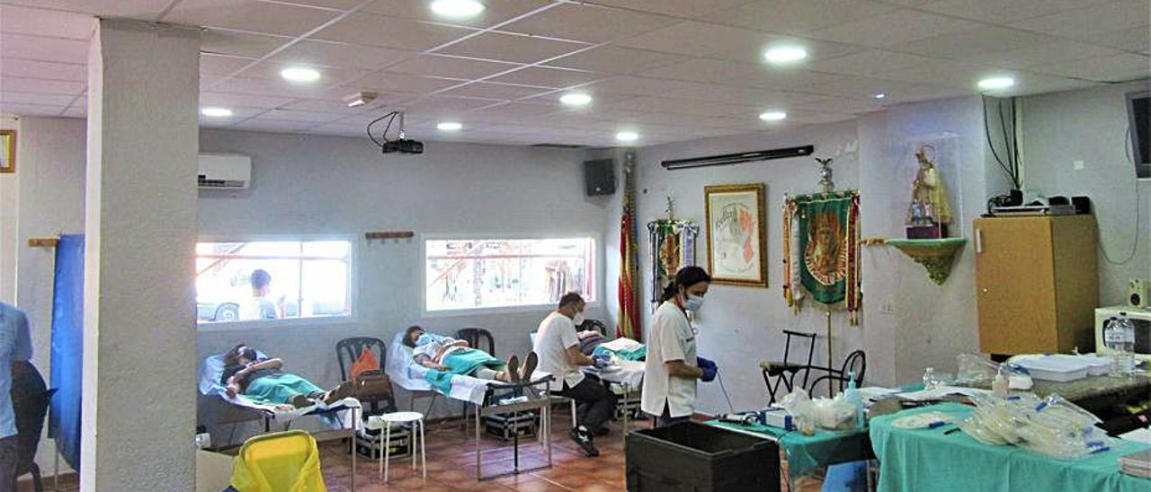 El casal convertit en punt de donació de sang.   V. R. SANCHO