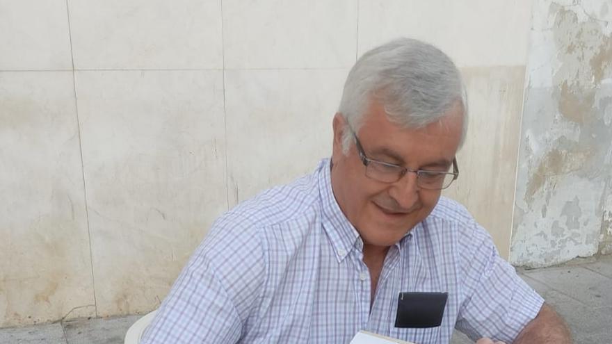 Antonio María Flórez publica un libro sobre el artista Alfonso Trajano