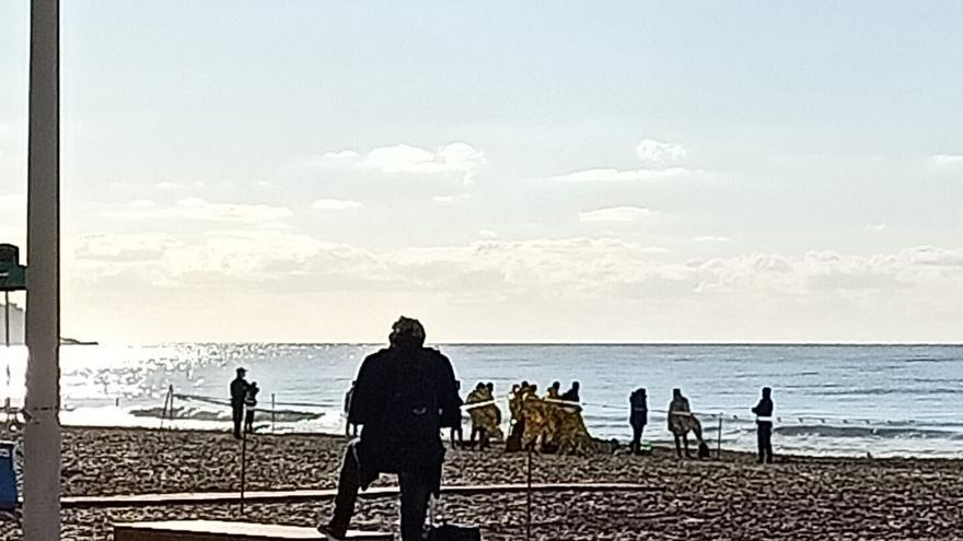 Trece inmigrantes interceptados en la playa de Levante de Benidorm
