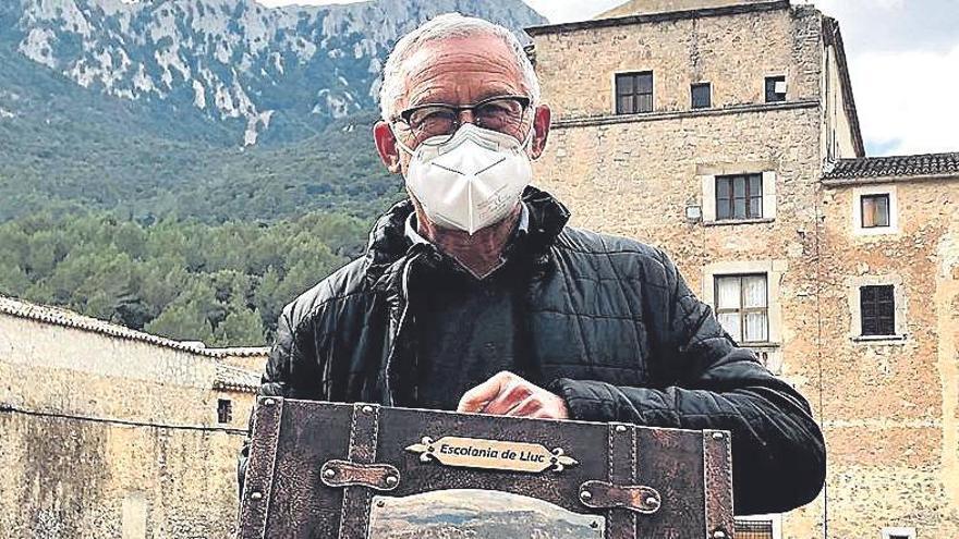Joan Pons, con la maleta de recuerdos.