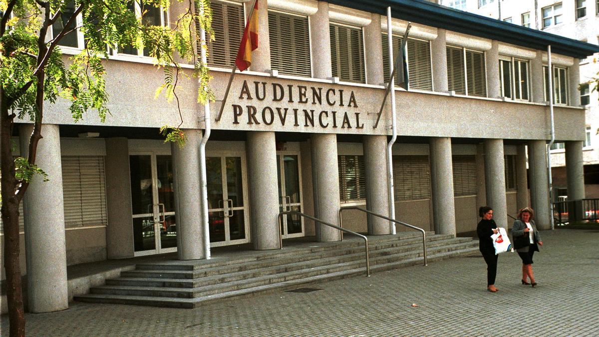 Fachada principal de la Audiencia Provincial de A Coruña.