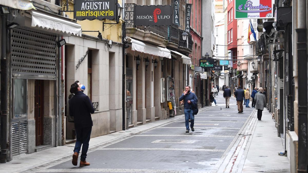 Bares y restaurantes cerrados en la céntrica calle Franxa de A Coruña.