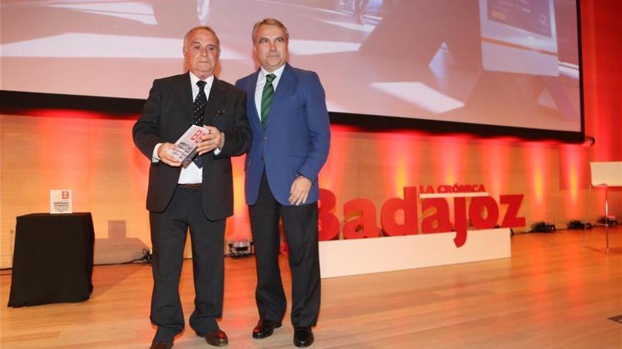 Mariano Rojas, de Rojas Motor, es reconocido con el premio a la Trayectoria de Badajoz